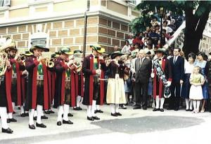 """Vorstellung der """"neuen"""" Nationaltracht, 1985"""