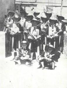 13 - Jungmusikanten bei ihrem ersten Auftritt am Weißen Sonntag 1947